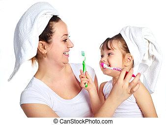 mãe filha, dentes escovando
