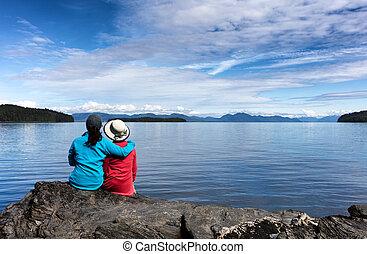 mãe filha, desfrutando, natureza, ligado, a, lago
