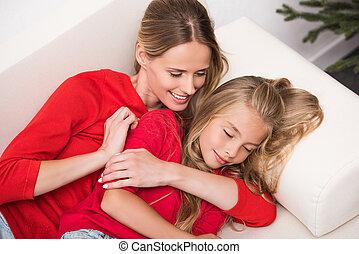 mãe filha, relaxante, ligado, sofá