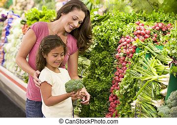 mãe filha, shopping, para, produto fresco