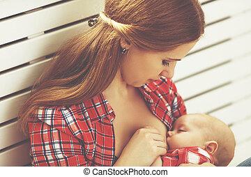 mãe, mamando, bebê