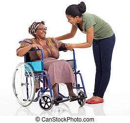 mãe, menina, falando, incapacitado, africano, sênior