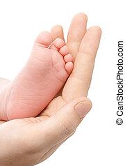 mãe, segurando, newborn's, pé, dela