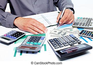 mão, com, calculadora, e, dinheiro.