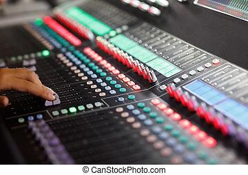 mão, faders, digital, console, misturando, som