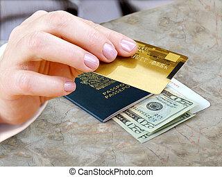 mão feminina, com, cartão crédito