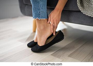 mão, incômodo, removendo, bailarinas, mulher