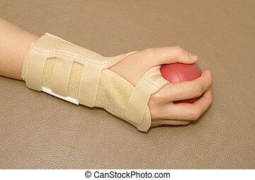 mão mulher, com, pulso, apoio, espremer, um, bola macia,...