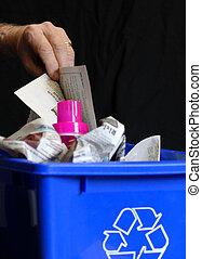 mão, pôr, reciclagem, em, caixa