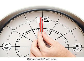 mão, traz, mãos, relógio de parede, mostrando, midnight.