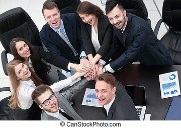 mãos apertaram, negócio, junto, equipe, escrivaninha