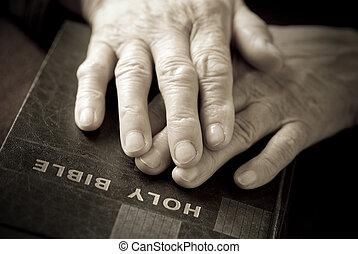 mãos, bíblia