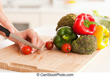 mãos, corte, tomates