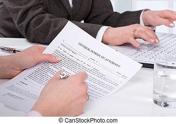 mãos, de, a, mulher, assinatura, documento