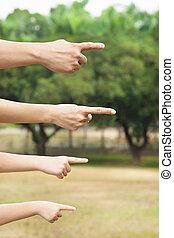 mãos, de, família, apontar, mesmo, direção