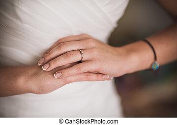 mãos, de, noiva, com, anel casamento