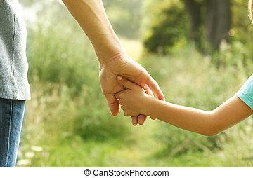 mãos, de, pai criança, em, natureza