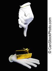 mãos, em, luvas brancas, com, um, dourado, presente