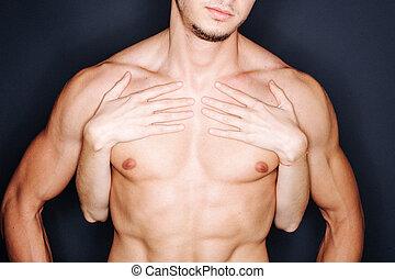 mãos, homem, peito