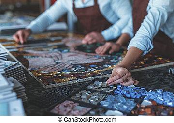 mãos humanas, com, mosaico