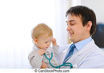 mãos, pediatra, feliz, bebê, estetoscópio, cute, retrato