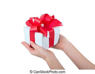 mãos, segurando, bonito, caixa presente, femininas, dar, presente