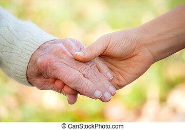 mãos, segurando, jovem, sênior
