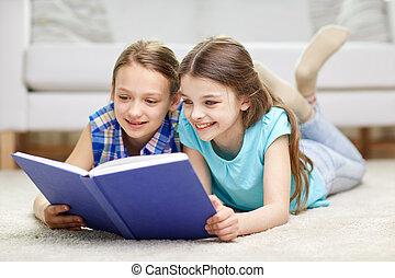 mädels, zwei, buch, daheim, lesende , glücklich