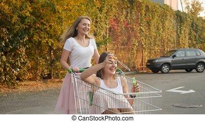 mädels, zwei, einkaufszentrum, reiten, los, blasen, 4k, ...