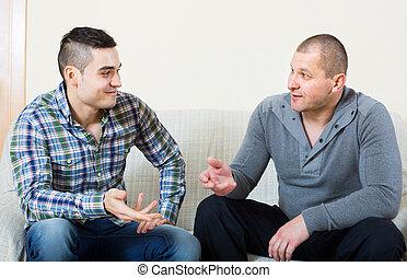män, inomhus, mellan, två, konversation