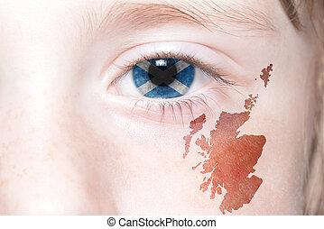 människa, ansikte, med, national flagg, och, karta, av, scotland.