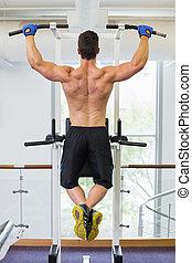 männlicher körper, bauunternehmer, machen, ziehen, ups, an, der, turnhalle