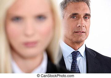 männlicher manager, mit, weibliche , kollege, fokus, in,...