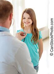 männliches kind, stethoskop, zuhören, doktor