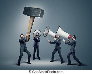 många, affärsmän, med, jättestor, megafoner
