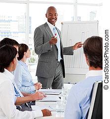 mångfaldig, affärsfolk, studera, a, ny affärsverksamhet,...