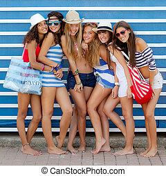 mångfaldig, grupp, av, flickor, gå, till, strand, på, sommar ferier