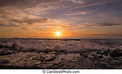 mægtige, bølge, og, solopgang, hos, newcastle, strand, australien