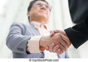 mænd, asian branche, handshaking