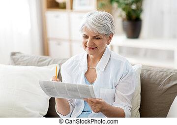 mærkning, kvinde, reklame., avis, hjem, senior
