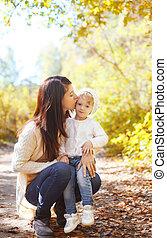 mère, automne, chaud, enfant, baisers, aimer, jour, heureux
