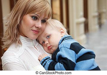 mère, close-up., mains, sien, enfant