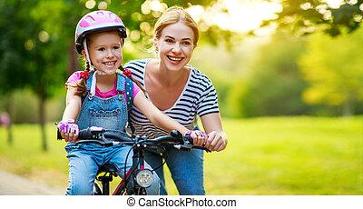 mère, enfant, famille, heureux, parc, enseigne, fille, tour vélo
