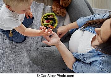 mère, fils bébé, elle, manger, convaincre, quelques-uns, ...