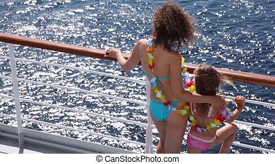 mère, fleurs, stand, bateau, guirlande, pont, fille