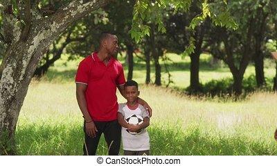 mère, football, père, appareil photo, enfant, sourire