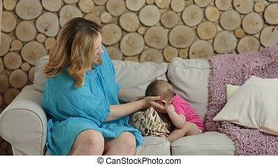 mère, jeune, nouveau né, séduisant, enfant avoirs