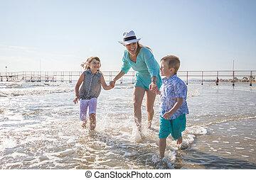 mère, mer, plage, jouer, enfants