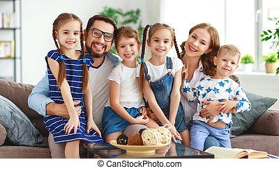 mère, père, heureux, grand, famille, enfants, maison