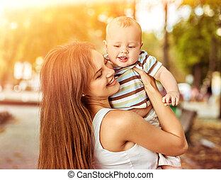 mère, parc, dehors, bébé, ou, levers de soleil, sunset.